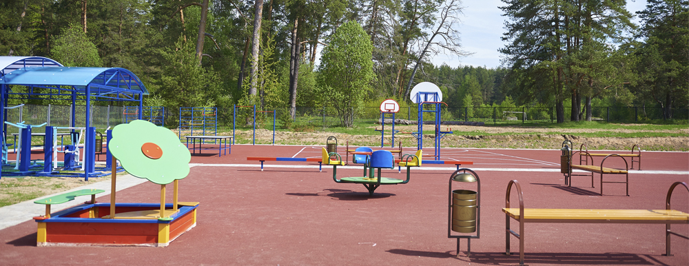 Уличная детская площадка при спортивной школе